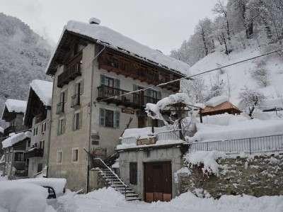 alagna ski lodge winter